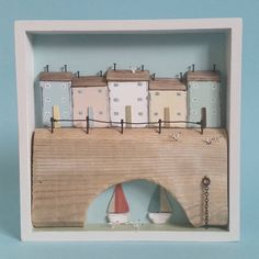 Harbour in a box, sailing day. Little Cottages, Little Houses, Driftwood Crafts, Wooden Crafts, Diy Craft Projects, Wood Projects, Sailing Day, Pallet Frames, Box Frame Art