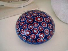 Presse papier sulfure en verre bleu et rouge pour votre bureau, objet deco