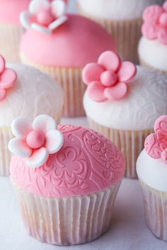 my future baby shower cupcakes. (if it's a girl) pink and white cupcakes. Cupcakes Rosa, Pretty Cupcakes, Beautiful Cupcakes, Wedding Cakes With Cupcakes, Pink Cupcakes, Yummy Cupcakes, Flower Cupcakes, Valentine Cupcakes, Rose Cupcake
