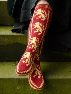 This is the third in a set of four designs for the Hogwarts Houses. It features the house heraldic motif (a 'lion rampant'), and a house cheer ('Roar Gryffindor'). The fairisle border and foot pattern are designed to be evocative of the medieval origins of the Hogwarts Houses. --  NB: This is not an official, licensed Harry Potter product and is not intended to be perceived as such.