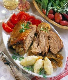 Lajos Mari konyhája - Pulykacomb burgonyagaluskával Cooking Recipes, Favorite Recipes, Beef, Meals, Drinks, Food, Meat, Drinking, Beverages