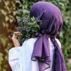 The particular scarf is the most essential bit inside clothing of girls using hijab. Hijab Fashionista, Stylish Hijab, Hijab Chic, Hijabi Girl, Girl Hijab, Modern Hijab Fashion, Muslim Fashion, Beau Hijab, Hijab Hipster
