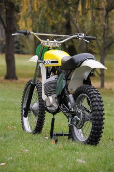 1976 Puch MC400 Retro Motorcycle, Motorcycle Types, Vintage Motocross, Motorcycle Design, Mx Bikes, Cycling Bikes, Cool Bikes, Vintage Bikes, Vintage Motorcycles