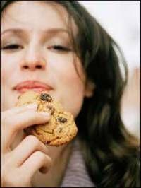 A menudo escuchamos  que comer carbohidratos por la noche, engorda más,  y que si son ingeridos por la mañana no se acumulan en forma de grasa.   Al respecto existen