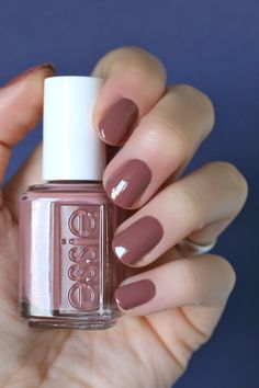 Best Nail Polish Colors of 2020 for a Trendy Manicure Essie Nail Polish, Nail Polish Colors, Gel Polish, Cute Nails, Pretty Nails, Hair And Nails, My Nails, Coral Nails, Beauty Makeup