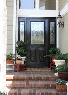 Gorgeous 30+ Beautiful Front Door Flower Pot https://gardenmagz.com/30-beautiful-front-door-flower-pot/