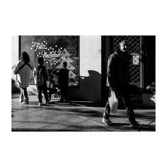 #feliznavidad #merrychristmas  @igers !!!  @lacalleesnuestracolectivo  #lacalleesnuestracolectivo  #majadahonda #madrid #spain #granviamajadahonda #blackandwhite #blancoynegro #streetphotography #sombra #shadowhunters #igersmadrid #canon6d #35mm #picoftheday #photooftheday #people #walking #paseando #compras #shopping