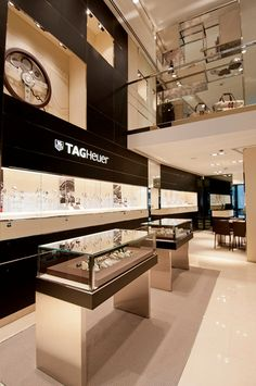 Tag Heuer opens flagship boutique in Frankfurt, Germany Jewelry Store Displays, Jewellery Shop Design, Jewellery Showroom, Jewellery Display, Jewelry Shop, Jewelry Stores, Jewelry Accessories, Hair Jewelry, Gold Jewelry