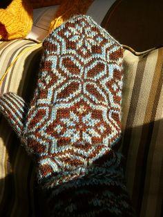 Ravelry: Graph 96 - Latvian mittens. District of Kurzeme pattern by Lizbeth Upitis