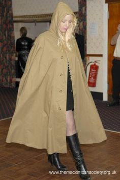 Rubberlined cotton cape at a Mackintosh Society event. Mackintosh Raincoat, Mens Cape, Rain Cape, Rubber Raincoats, Rain Wear, Fashion Show, Female, Lucy Lucy, Lady