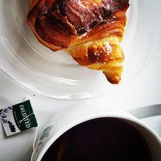 Godmorgen #mitaarhus! #chocolatecroissant fra #briancon med #fredstedte blåbær