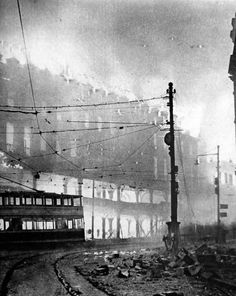 The Sheffield Blitz was probably inevitable. It was really only a question of time before before the Luftwaffe turned their attention to the steel making centre in the north of England. German planes had been seen over the city since Old Pictures, Old Photos, Nice Photos, Sheffield Steel, Local History, History Pics, Family History, Sources Of Iron, Sheffield England