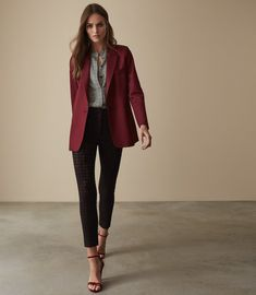 Women's Clothes - Trendy Fashion Clothing For Sale Online Burgandy Blazer, Maroon Blazer, Look Blazer, Blazer Outfits For Women, Blazers For Women, Trendy Outfits, Trendy Clothing, Blazer Fashion, Fashion Outfits