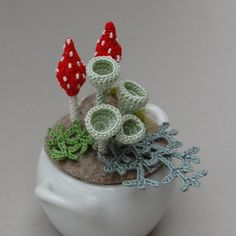 Elinart is a master 'hooker' and textile artist. She makes all things botanical, lichen, and mold. Crochet Cactus, Crochet Leaves, Freeform Crochet, Crochet Flowers, Crochet Home, Knit Crochet, Yarn Crafts, Diy And Crafts, Crochet Mushroom