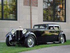 Martin Walter Daimler Double Six Sport Saloon 1932 Vintage Cars, Antique Cars, Jaguar Daimler, Fast Cars, Art Deco Fashion, Vintage Fashion, Exotic Cars, Old Cars, Cars And Motorcycles