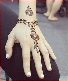 Mehndi Design Offline is an app which will give you more than 300 mehndi designs. - Mehndi Designs and Styles - Henna Designs Hand Henna Hand Designs, Mehndi Designs Finger, Henna Tattoo Designs Simple, Mehndi Designs For Beginners, Mehndi Designs For Fingers, Beautiful Henna Designs, Tattoo Designs For Women, Designs Mehndi, Tattoo Simple
