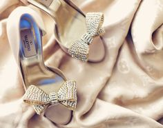 Valentino Crystal Bow Pumps These were my wedding shoes! Pretty Shoes, Beautiful Shoes, Gorgeous Feet, Beautiful Gorgeous, Shoes Valentino, Valentino Bridal, Valentino Garavani, Just Keep Walking, Mode Glamour