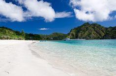 父島の人気ビーチで、とにかく透明度が高く、ゆっくり過ごすのにおすすめ!