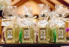 Here are loads of ideas for unique wedding favors ~ what gift shall you be giving your guests? #bestweddingfavors