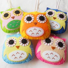 Felt owl ornament, handmade decoration, available custom made different color. $4.40, via Etsy.