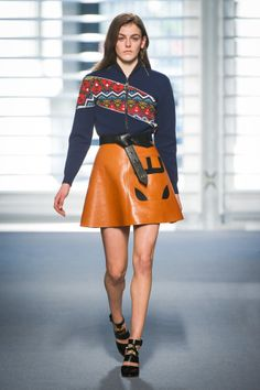 Look from the Louis Vuitton Fall/Winter 2014-2015 Collection from Artistic Director of Women's Collections Nicolas Ghesquière.    © Louis Vuitton Malletier