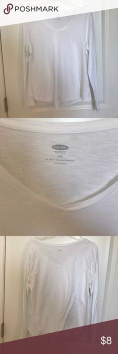 EUC Old Navy white long sleeve v neck tee EUC Old Navy white long sleeve v neck tee. Relaxed fit Old Navy Tops Tees - Long Sleeve
