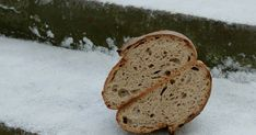 CHLIEB SO ZITNOU KASOU   Dobrého chleba není nikdy dost. A pro neklidnou pekařskou duši, jak mám já, je každý zajímavý recept výzvou i pokušením zároveň. Základem ...