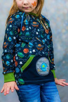 Raketenstarke Geschwisterkombi aus dem neuen Jolijou Jersey Stoff! Perfekt dazu passt die Stickdatei von Stickdesign Kerstin Bremer mit Rakete und Planet. Schnitte von Klimperklein und Farbenmix, mehr auf dem Blog :) Raglanshirt