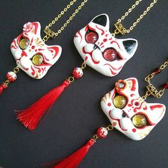 Japan inspired Kabuki Kitsune cat necklaces for love them so much hahaha will have to male one for me too! Added two new colors : teal and deep blue, will try emerald one later And have to make one pink sakura themed too also will add few to my shop later Polymer Clay Figures, Cute Polymer Clay, Polymer Clay Crafts, Polymer Clay Jewelry, Resin Jewelry, Beaded Jewelry, Jewellery, Biscuit, Clay Cats