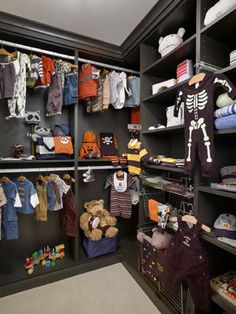 Birmingham Showhome - contemporary - closet - detroit - Dominick Tringali Architects