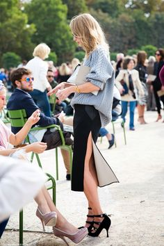 chunky knits (love the white inside the black pencil skirt, the black shoes and even the blush pumps!)