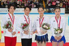 フィギュアスケートの日本、北米、欧州の3地域対抗団体戦、ジャパン・オープンは5日、さいたまスーパーアリーナで行われ、日本が2年連続6度目の優勝を果たした。写真は表彰式で笑顔を見せる日本チーム。 (970×652) http://news.goo.ne.jp/megapicture/2013%E5%B9%B410%E6%9C%8806%E6%97%A5/jiji_mega_0015271449.html