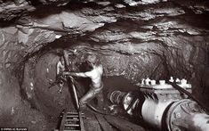 Rare Flash Photography Shows Cornish Miners In The Toiling Deep Underground Flash Photography, Image Photography, Body Photography, Inspiring Photography, Photography Tutorials, Creative Photography, Digital Photography, Portrait Photography, Coal Miners