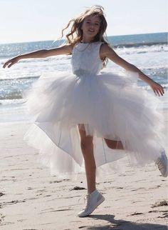 CELEBRIDADES FEMENINAS Por E TValens: Kristina Pimenova: Hace mucho que no traía a esta preciosidad que con el tiempo esta demostrando lo digna que es representando la belleza rusa ya que cada día esta bellísima.