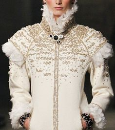 Chanel Pre-Fall 2013, High collar with a modern interpretation of a ruff. Maybe a twist on slashing at the shoulders.