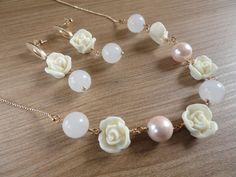 Colar flor, pérola e quartzo rosa
