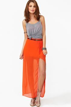 ooohhh like i said, a must have, i have yet seen a maxi skirt on someone that didnt look good, its like impossible.