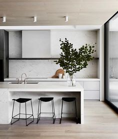 TPC Residence by @mimdesignstudio. Photographed by @sharyncairns. #kitchengoals #australiandesign