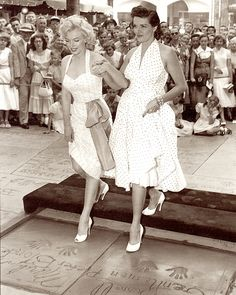 MARILYN MONROE & JANE RUSSELL putting their hands & feet into cement at the Chinese Theater in Los Angeles on June 27 1953. For the film Gentlemen Prefer Blondes. from GENTE MESE Hollywood anno X111 Marzo 1998. Milano Italy. (please follow minkshmink on pinterest) #marilynmonroe #janerussell