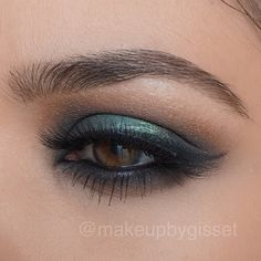 "Happy St. Patrick's Day // Mink Lashes are ""Voila Lash"" by @ESQIDO // MakeupbyGisset #makeup #green #inspiration #eyes"