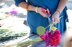 http://moisovety.com/wp-content/uploads/2016/11/How-To-Make-a-DIY-Flower-Mart-Wedding-Bouquet-17.jpg