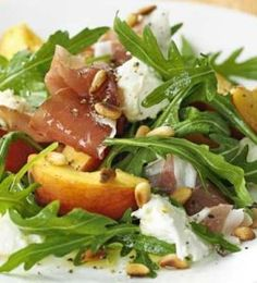 Model Cooking: Peach, Mozzarella & Prosciutto Salad