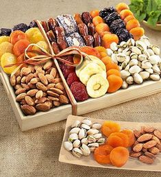 dried fruit and nut crate Dried Pears, Dried Fruit, Fresh Fruit, Dry Fruit Tray, Fruit Basket Delivery, Fruit Sec, Food Gift Baskets, Basket Gift, Herbalife Shake Recipes