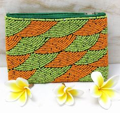 Beaded Clutch, Beaded Purses, Beaded Brooch, Beaded Bags, Embroidery Flowers Pattern, Beaded Embroidery, Diy Leather Tote, Diy Handbag, Handmade Handbags