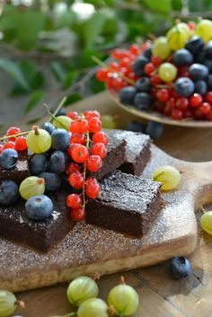 Supergod og sunn Brownie - bare sunne ingredienser og halvparten av kaloriene - Glutenfri og uten hvitt sukker - Franciskas Vakre Verden Gluten Free Cakes, Gluten Free Recipes, Chapati, Healthy Snacks, Healthy Recipes, Japchae, No Bake Desserts, Food Inspiration, Cookie Recipes