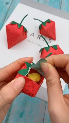 DIY Paper Starbarries that can store something inside. DIY Paper Starbarries that can store something inside. Cool Paper Crafts, Paper Crafts Origami, Cute Crafts, Creative Crafts, Diy Paper, Art On Paper, Paper Folding Art, Origami Gifts, Cardboard Crafts