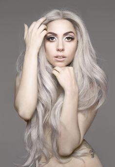 Gaga Going Gray. Lady Gaga for Vanity Fair Kelly Osbourne, Joanne Lady Gaga, Dip Dye Hair, Pelo Natural, New Fashion Trends, Latest Fashion, Crazy Fashion, Unique Fashion, Mermaid Hair