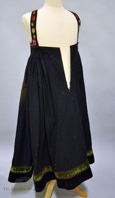 Backless, Cold Shoulder Dress, Museum, Dresses, Fashion, Vestidos, Moda, Fashion Styles, The Dress