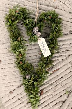 40 Wonderful rustic Christmas decoration ideas for your yard Swedish Christmas, Natural Christmas, Scandinavian Christmas, Country Christmas, Simple Christmas, Winter Christmas, All Things Christmas, Christmas Time, Holiday