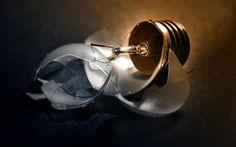 Broken light bulb free desktop backgrounds and wallpapers